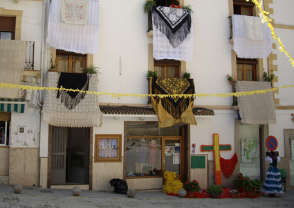 La plaza Virgen de los Remedios de Montefrío volverá a albergar una Cruz solidaria como ya hiciese en 2010