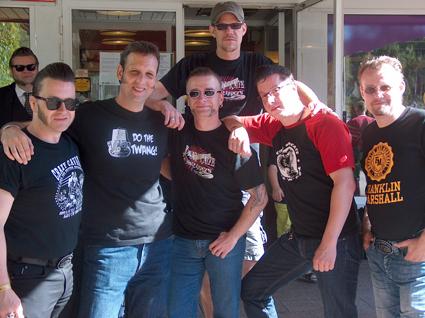 Fredy Benedi -segundo por la izquierda- con un grupo de amigos