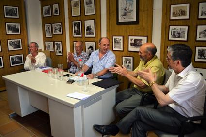 Antonio Funes recibe los aplausos de sus amigos y paisanos/A. ARENAS