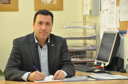 José Miguel Morales Valero, coordinador de este programa y secretario del centro/ IDEAL EN CLASE
