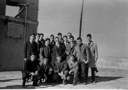 Grupo de estudiantes de esta promoción en la Torre de la Vela