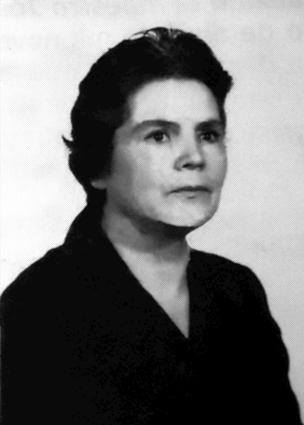 Doña Ángeles fue suspendida de sus funciones docentes por su militancia política (en la imagen a principio de los 60)