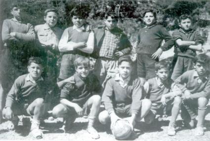 El equipo de fútbol en una foto del verano de 1960