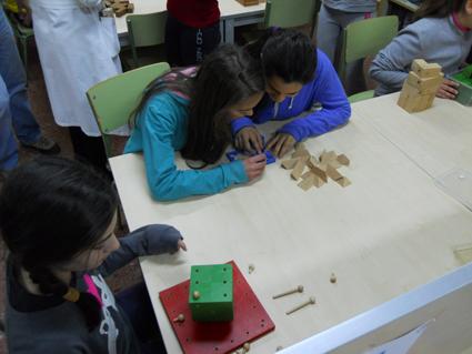 Alumnas del IES Trevenque (La Zubia) durante la celebración de la semana de las Matemáticas. /A.A.