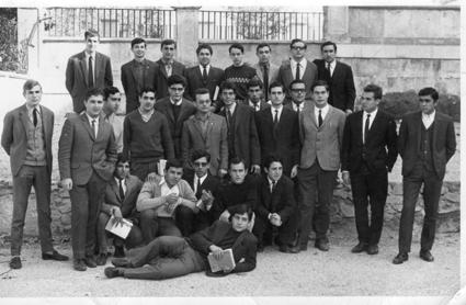 Grupo de maestros de la promoción 1965-68