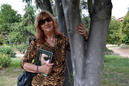 Dina considera un sueño cumplido la presentación de su libro en Granada