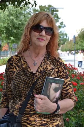 Dina está muy agradecida a Tono Cano (imagen portada) y al profesor Manuel López (recitado CD)