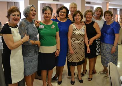 Grupo de maestras asistentes al acto