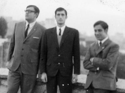 Manuel Titos (dcha) con dos compañeros en el mirador de San Cristóbal