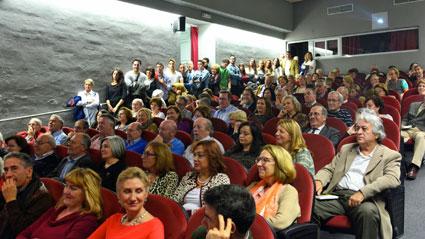 Público asistente a la presentación de 'Adagio de amor en Granada'https://static-ms.ideal.es/ B.ROA
