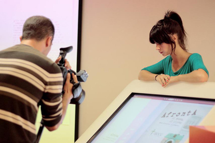 Alumnos de la Escuela de Arte de Granada en una de las sesiones fotográficas