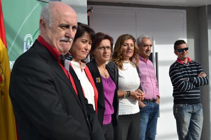 Autoridades educativas y políticas participantes en el acto inaugural