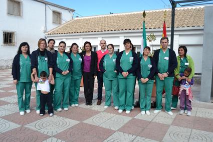 Integrantes de la Escuela- Taller junto a su director y la delegada de Educación