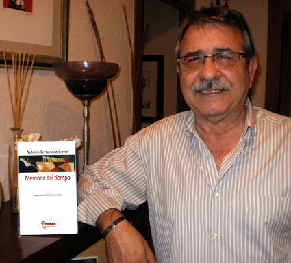 El poeta y cantautor, Antonio Fernández Ferrer, reconoce que 'no podemos renunciar a lo que alguna vez fuimos'