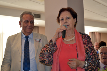 Antonio Luis y María Luisa Calvo en el momento en el que ésta dirige unas palabras de agradecimiento a los organizadores del encuentro