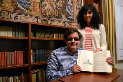 Jose Soto y su mujer, Adela Calvo, autora de las cuatro ilustraciones del interior /A.A.