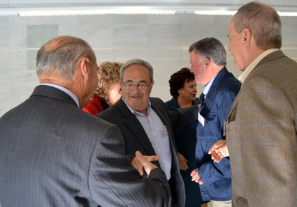 Antonio Aranda saluda a sus antiguos compañeros/ A.A.