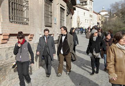 Antonio de la Torre y el director de 'Caníbal' en la Carrera del Darro (Granada)/ GONZALEZ MOLERO