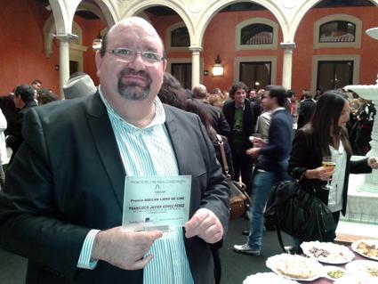 El profesor de la UGR, Francisco J. Gómez, premiado por su liro 'Consolidación industrial del cine andaluz'