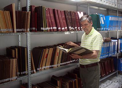 Juan Rodríguez Titos en el archivo municipal de Montejícar