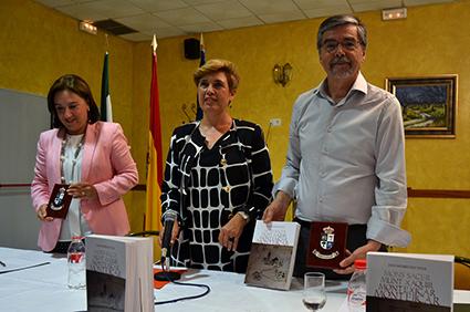 Sandra García, Remedios Moraleda y Juan Rodríguez Titos en la presentación de 'Montejícar'./A. A.