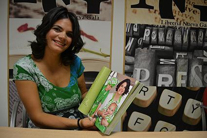 Odile Fernández con su  libro 'Mis recetas de cocina anticáncer' /A.A.