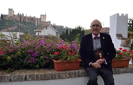 El novelista en el Carmen Abén Humeya/ A.A.