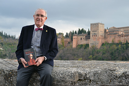 El autor de 'Beatriz de Salcedo' en el torreón del siglo XI del Carmen Aben Humeya /A.A.