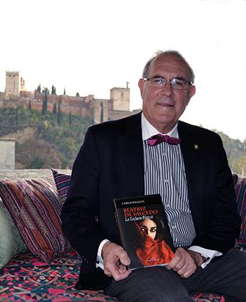 Carlo Ballesta en un rincón de su carmen granadino/A.A.