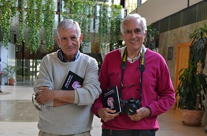 Jaime Jiménez y Antonio P. Jimenez, en el hall de la Facultad de Ciencias de Granada/ A. A.
