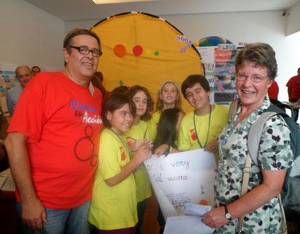 José Manuel Escobero y varios alumnos junto a Jocelyn Bell,  en la 14ª edición de Ciencia en Acción