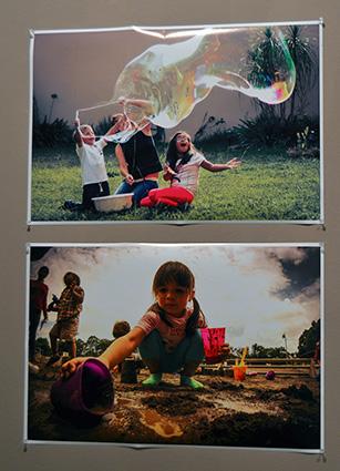 Dos imágenes de la exposición 'On joue sur la Terre' /A.A.