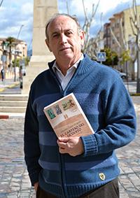 Antonio Funes con un ejemplar de su libro/ A.A.
