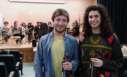 Antonio J. Gómez y Alba García, solistas del concierto de presentación, en uno de los ensayos/A.A.