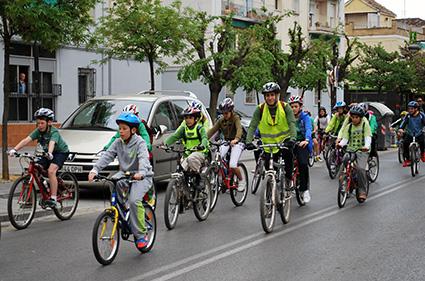 Participantes en la ciclomarcha por la Vega/A.A.