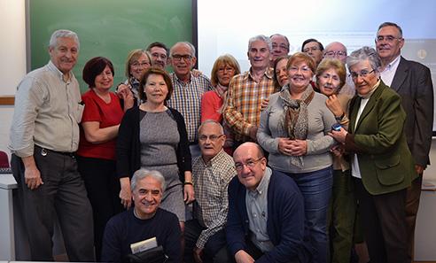 Antonio Espinosa Úbeda con sus alumnos del Aula de Mayores de la Universidad/A.A.