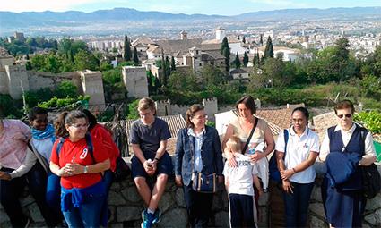 Participantes en una de las visitas culturales