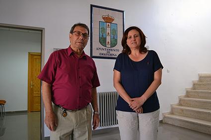 Emilio Rodríguez Linares junto a la alcaldesa del municipio, Encarnación García