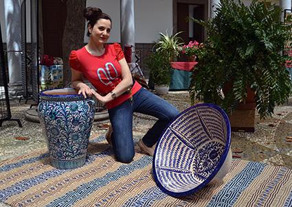 La soprano granadina, entre jarapas y cerámica de fajalauza/A. A.