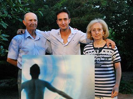 Miguel Vilchez y su esposa Mari Ángeles Espina, junto a su hijo/A.A.