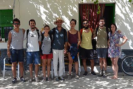 Miguel Pérez (con sombrero) y el resto de integrantes en el Cortijo Daimuz/A.A.