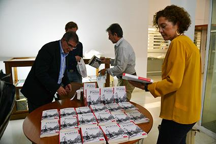 'Todo es Poesía en Granada', un libro que hará historia en Granada/A.A.