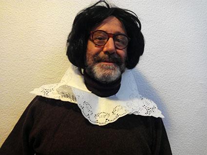 Manuel Sánchez disfrazado para su papel de W. Shakespeare