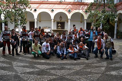 III-RAID-DOS-ORILLAS-participantes-patio-ayuntamiento