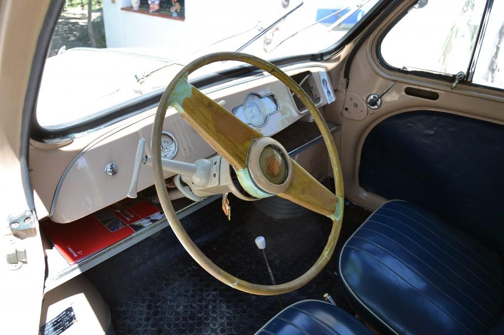 Salpicadero del Renault 4/4 de 1956 FOTO: A. ARENAS
