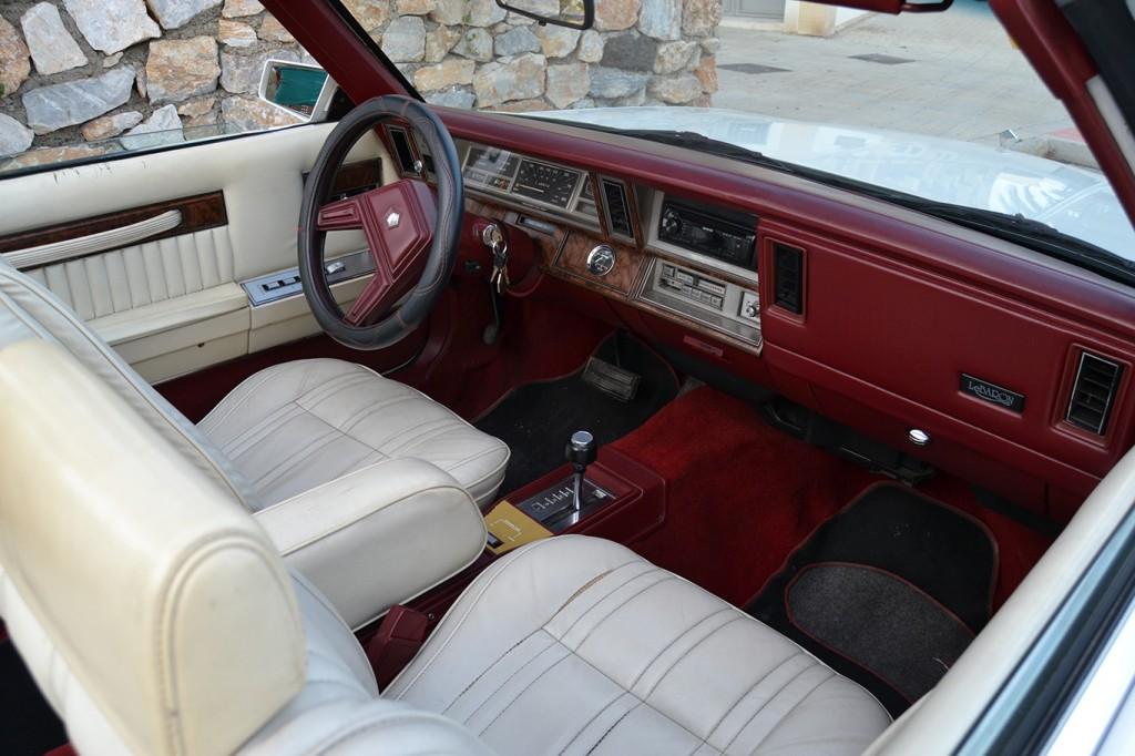Interior del Chrysler Le Baron FOTO: A. ARENAS