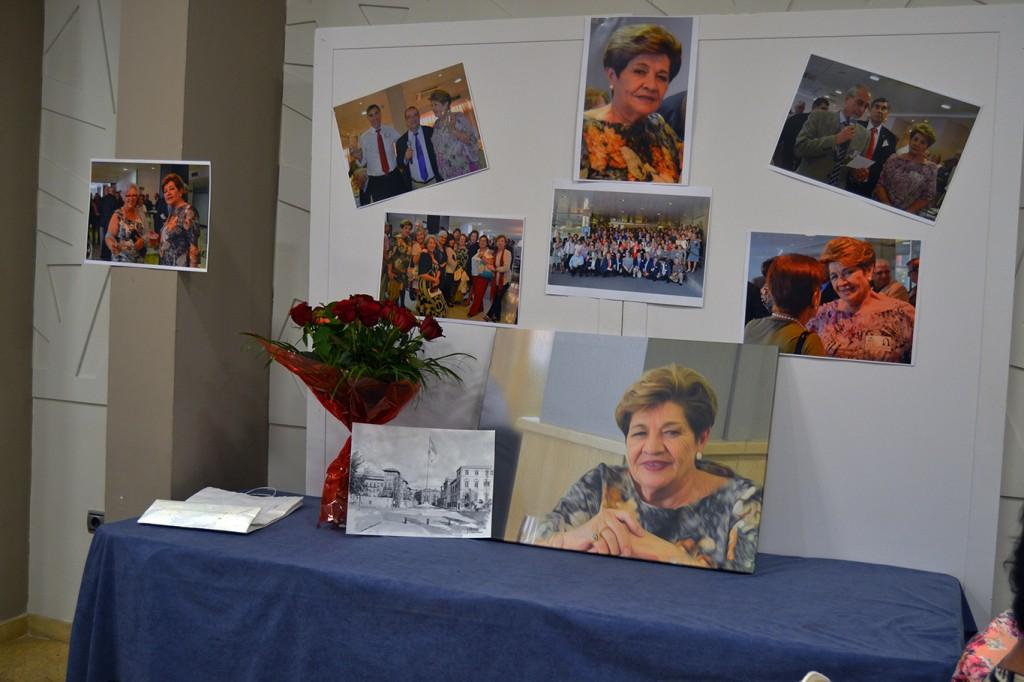 Fotos y flores en recuerdo de la compañera Visitación Gálvez, tristemente fallecida en julio pasado /A. ARENAS