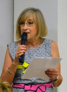 Mª Isabel Valverde  lee su poema dedicado a la memoria de Visi/A.A.