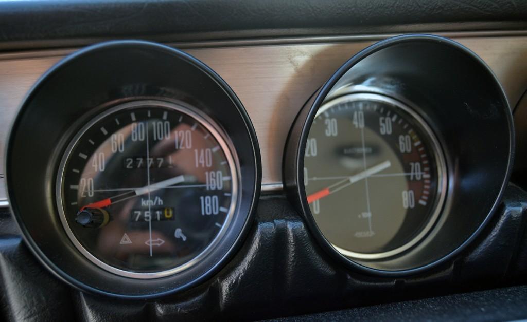 Detallde del salpicadero del Renault 12S /A. ARENAS
