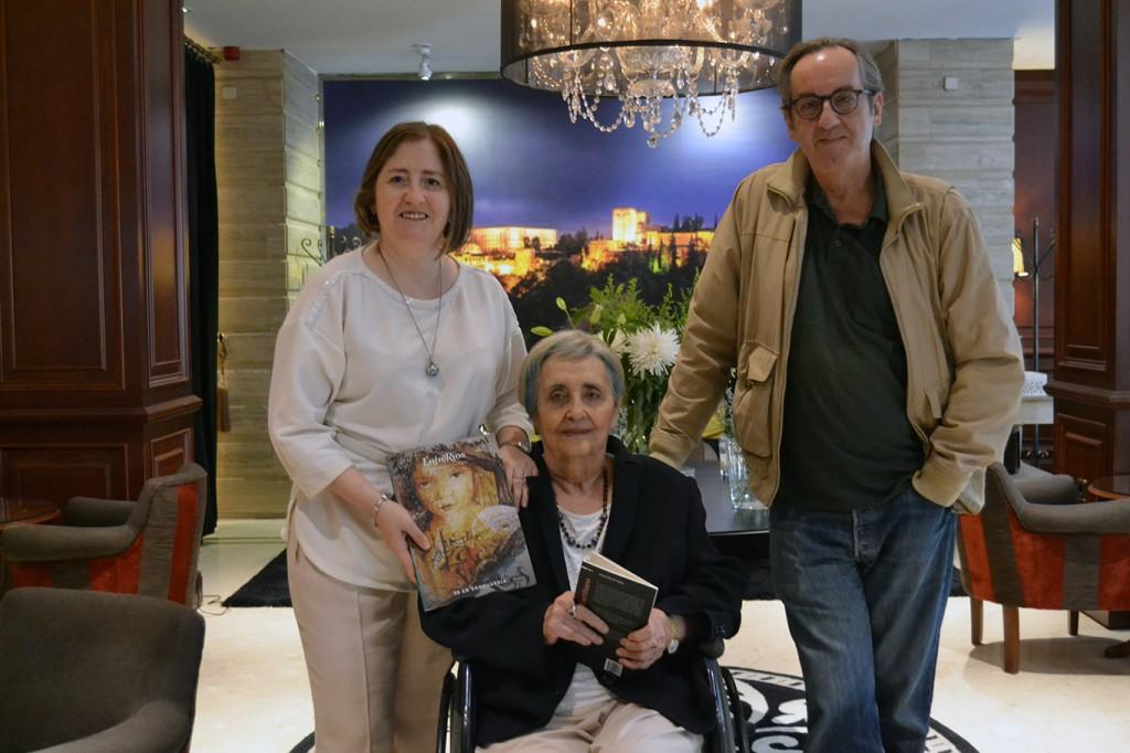 Mariluz Escribano, junto a Remedios Sánchez y Javier Bozalongo /A. ARENAS